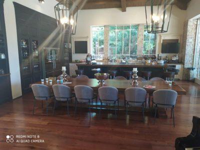 שולחן לפינת אוכל + 12 כיסאות מרופדים 8520
