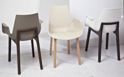 כסא מושב פלסטיק רגלי עץ 2265489