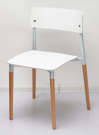 כסא פלסטיק עם שילוב רגלי עץ 334564